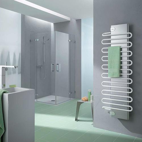 Фото водяной полотенцесушитель в ванной